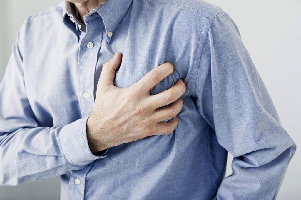 النوبات القلبية كيف تحدث وما هي أعراضها وأسبابها وكيفية العلاج والوقاية