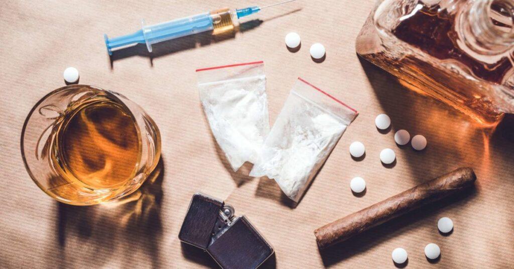 إدمان تعاطي المخدرات الأسباب والعلامات والمضاعفات وخيارات العلاج والوقاية