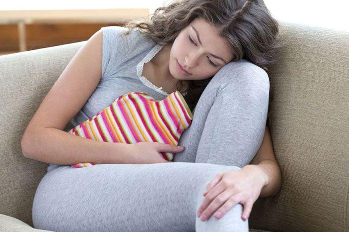 مضاعفات تأخر الدورة الشهرية ما هي العوامل المسببة وما هي وسائل العلاج؟